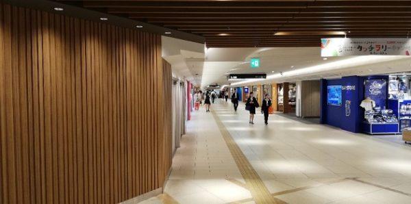 横浜駅西口の地下エリア通路