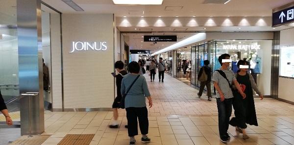 横浜駅地下鉄ブルーライン改札前のジョイナスへ向かう通路