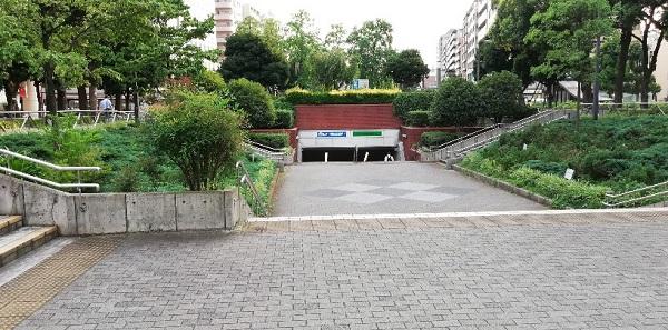 伊勢佐木町駅の大通り公園内の出口から横浜スタジアムへ向かう