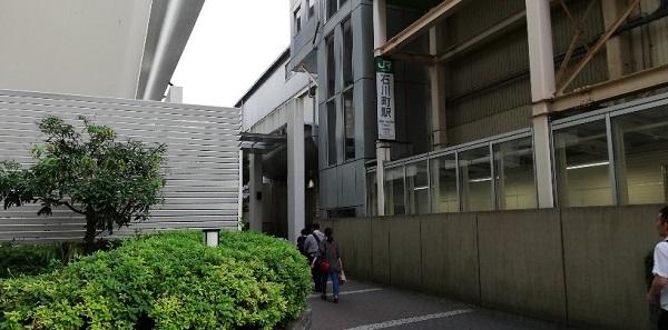 石川町駅の北口の高架下