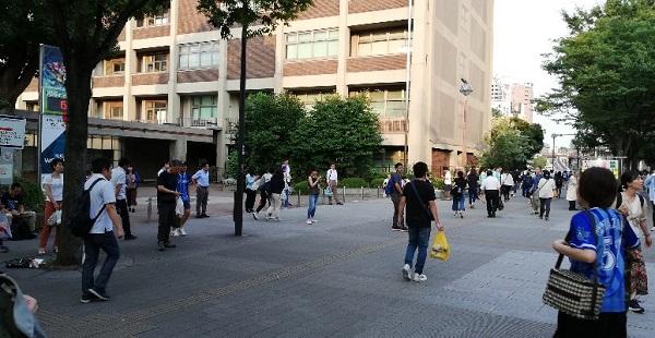 関内駅南口前の横浜市役所