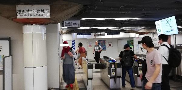 関内駅の横浜市庁改札口