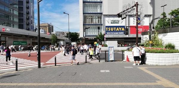 川崎駅東口の川崎DICE前