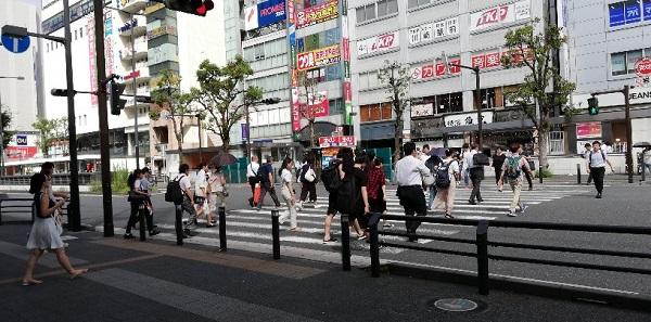 川崎駅の東口の高架下の信号