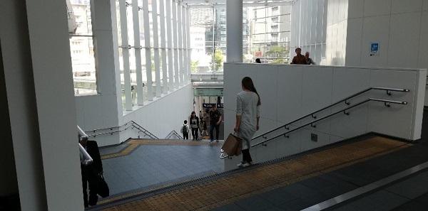 川崎駅の北口東の階段