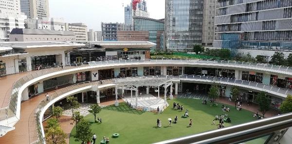 川崎駅西口ラゾーナ川崎のルーファ広場