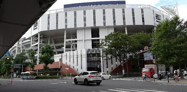 横浜スタジアム前交差点角