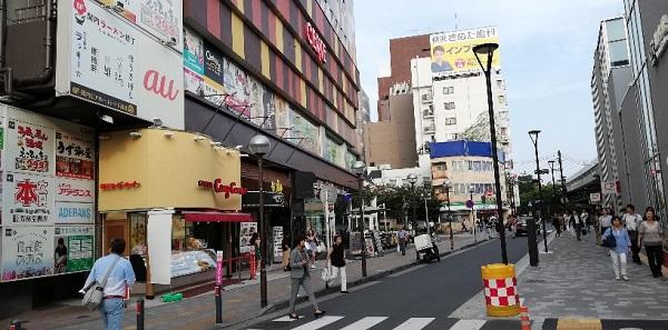 JR関内駅北口のセルテ前