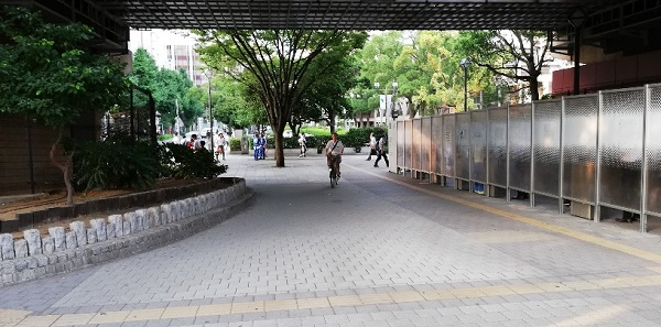 関内駅の高架下