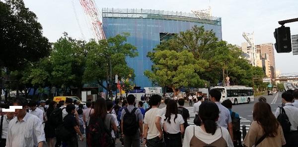 関内駅南口の交差点前の横浜スタジアム