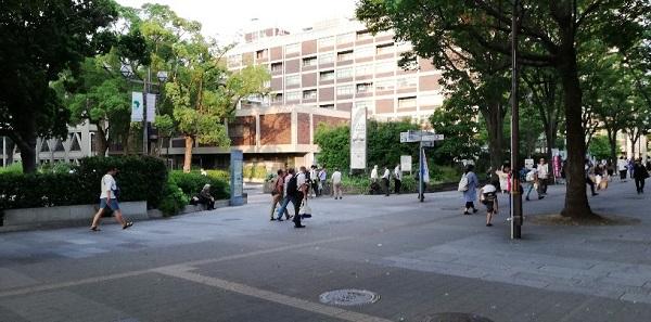 JR関内駅の市役所前