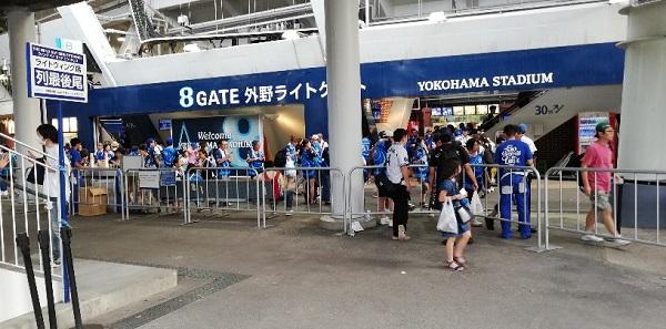 横浜スタジアムの外野ライトゲート(8ゲート)