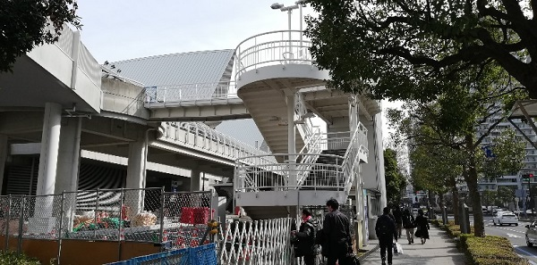 パシフィコ横浜ノース前の階段