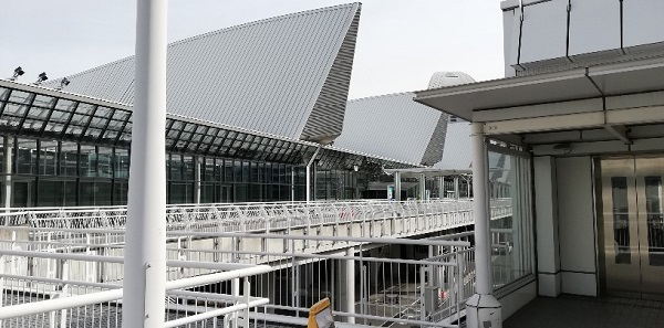 パシフィコ横浜展示ホールの北側2F