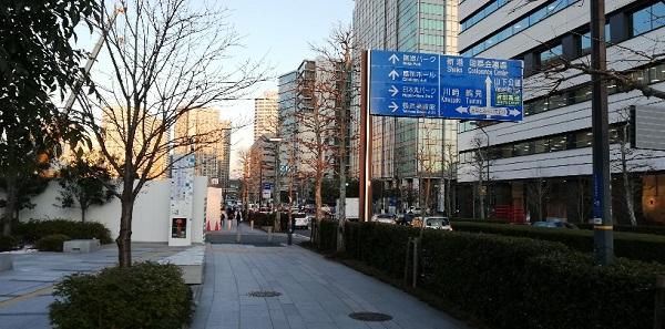 高島町駅前、東急REIホテルの前