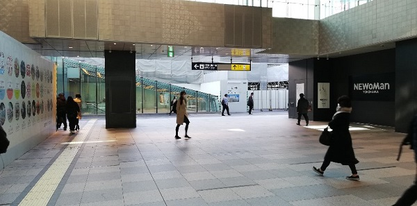 横浜駅西口吹き抜けスペース