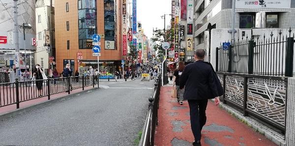 横浜駅西口ビックカメラ前