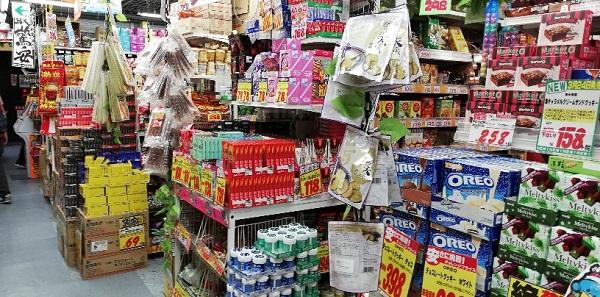 ドンキホーテのお菓子売り場(横浜駅みなみ西口)