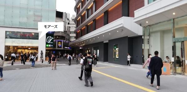 横浜駅西口モアーズ前