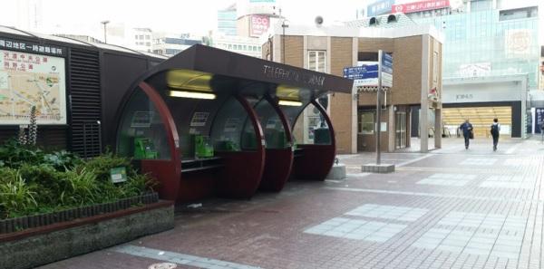 横浜駅西口交番前広場