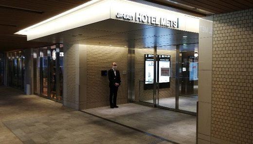横浜駅からホテルメッツ横浜への行き方、徒歩何分?