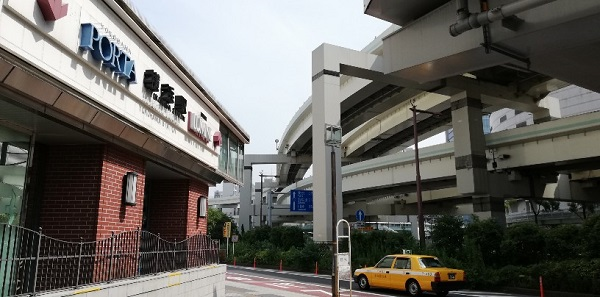 横浜駅東口地上高架下