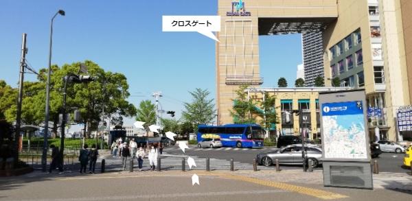 桜木町駅、クロスゲート前の交差点
